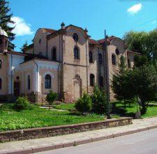 Църкви